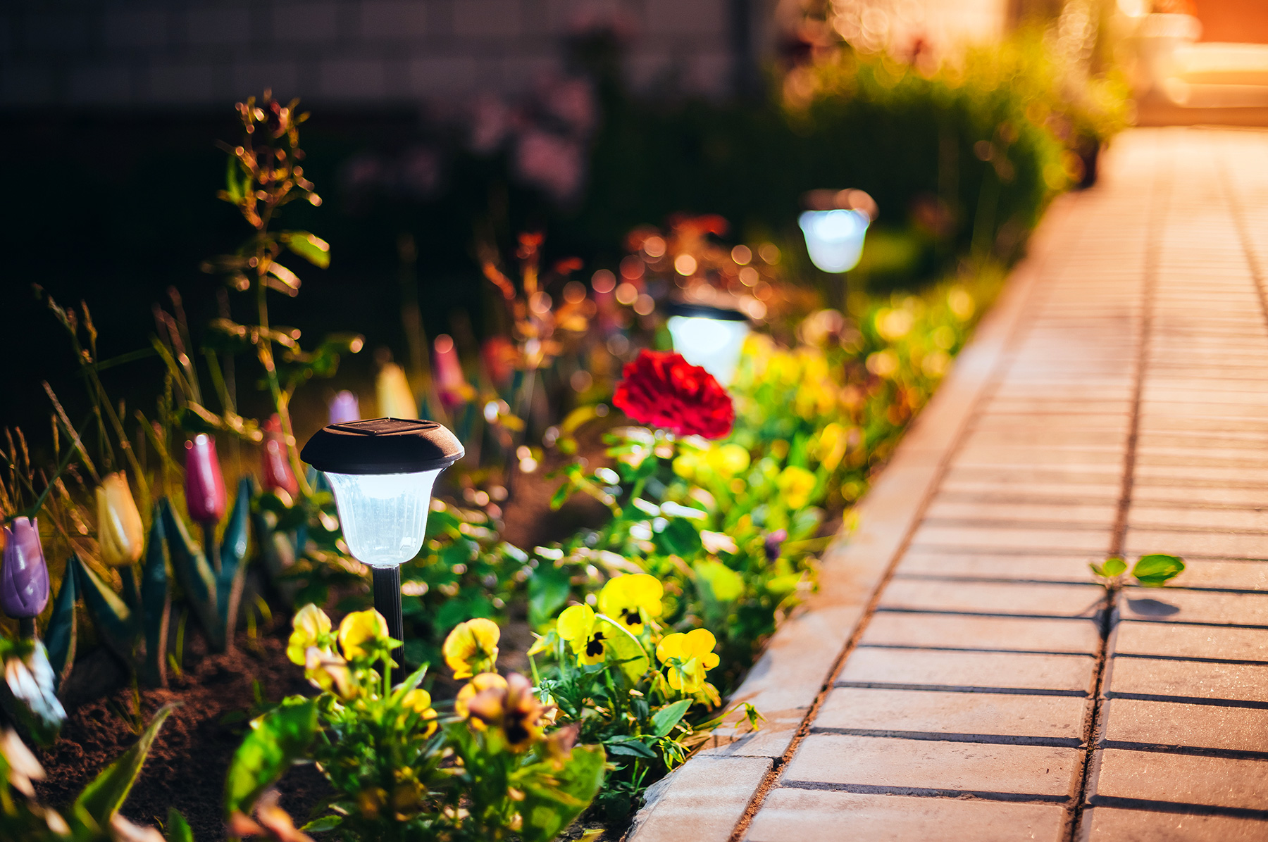 5 Reasons to make your summer BRIGHT with outdoor LIGHT!